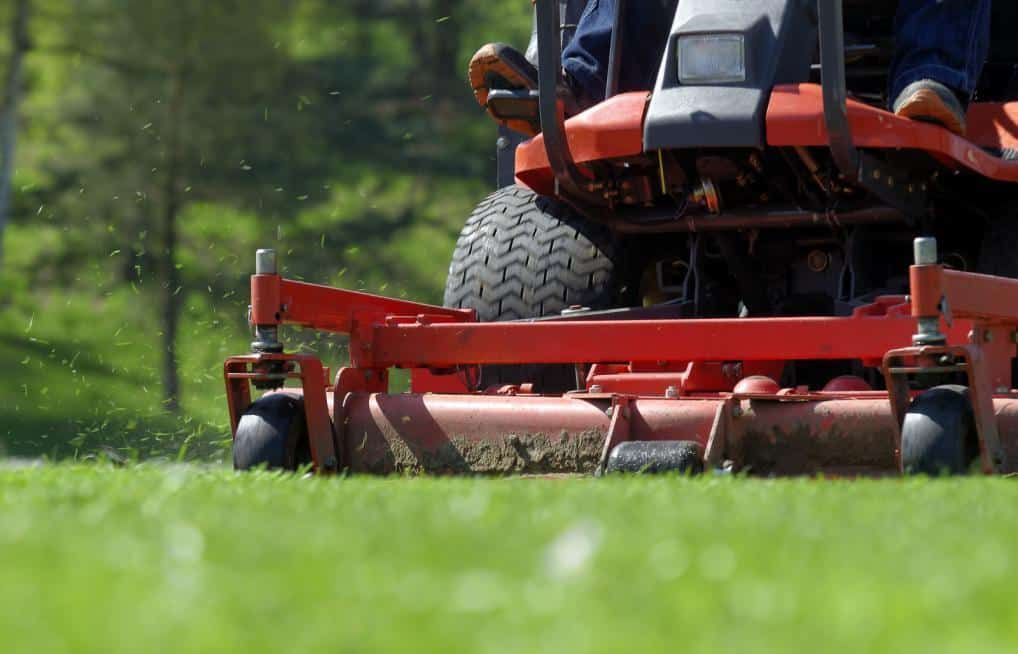 Bästa sättet att rengöra en gräsklippare