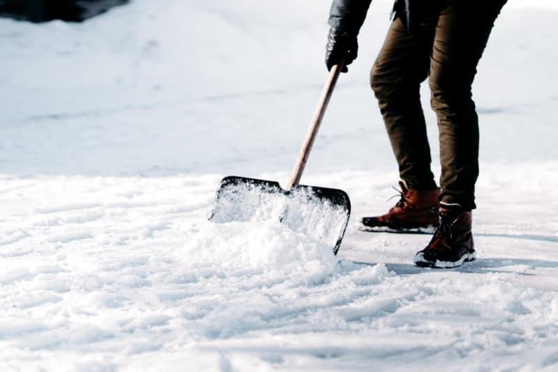 Enkla sätt att ta bort snö från uppfarten