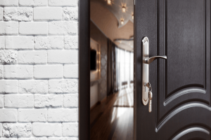 Stoppa gnissel från altandörrar med hjälp av WD-40